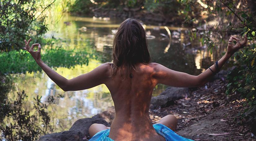 Ань, учитывая совсем нежный возраст вашей крохи гляньте йога для малышей фридман франсуаза барбира ))